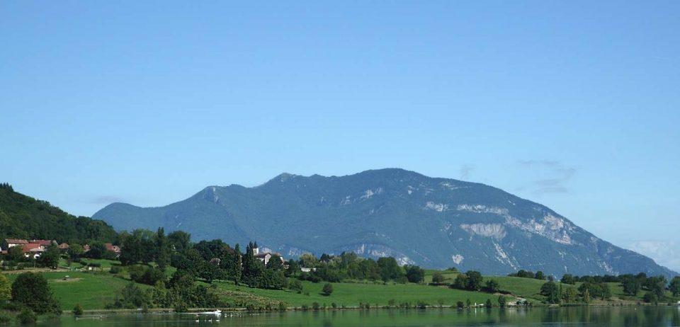 Accrochés à la colline : les domaines sur les pentes du Grand Colombier !